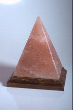 pierre cristal pyramide