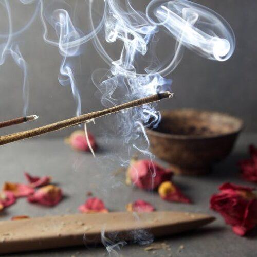 Encens, brûle parfums, bougeoirs de sel